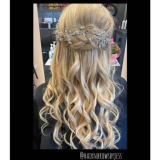 💃🏼 • • • #askforjessicas #salonbastille #montgomeryohio #10794montgomeryroad #cincystylist #bestofohio #cincyhair #calltoday #bookappointments #comevisitus #seeyousoon #cantwait #hairgoals #salonfave #formalhair