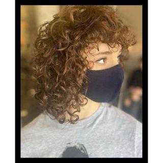 🌀Curls, curls, curls🌀 • • • #salonfave • • • Women's haircut: @curls_by_ghiovanna
