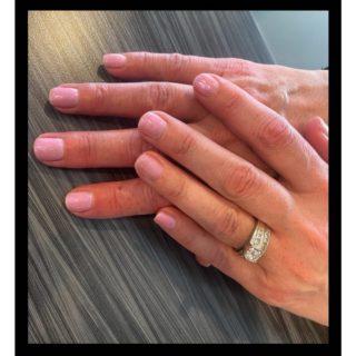 She's a Prismaniac💖 • • #salonfave • • Gel manicure: Melody