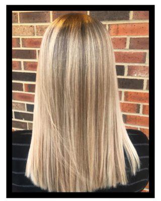 Back~to~blonde✨ • • #salonfave • • Balayage+haircut: @kayleedoesmyhair